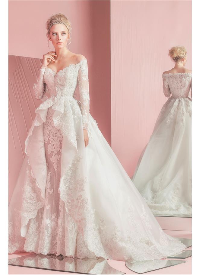 ... opäť dokázal vytvoriť úžasnú kolekciu svadobných šiat. Jeho modely  haute couture sú prepracované do tých najmenších detailov. c20136d2c99