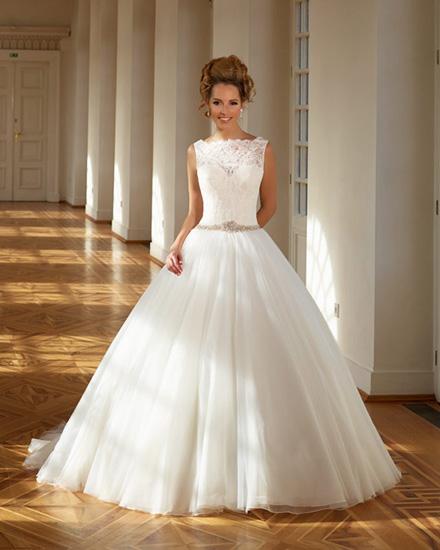 Sme svadobný salón s vášňou pre svadobnú módu a trendové spoločenské  oblečenie 9a428a672aa