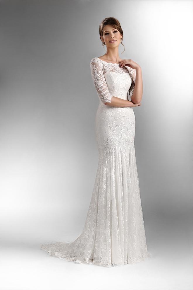 4cc3c4607 Jednoduché biele svadobné šaty sú stvorené pre klasické nevesty túžiace po  klasike, elegancii a jednoduchosti. Vrch zdobený jemnou čipkou a široká  hodvábna ...