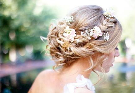 30811d5734bc Články Najkrajšie svadobné účesy  drdoly a vrkôčiky