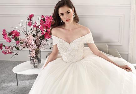 Prednedávnom sme vám predstavili dve kolekcie svadobnej značky Demetrios na  aktuálnu svadobnú sezónu 2018 36067d62c21