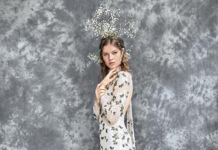 Blog Svadobné šaty Yolan Cris  Galéria rozmanitosti a kreativity ... 1cf03364db8