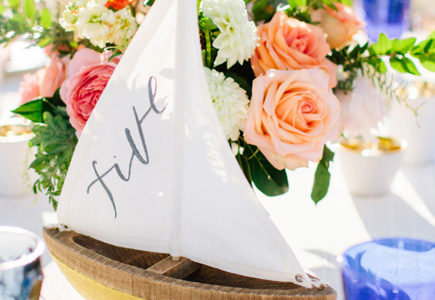 56a842a017e6 Ak už teda máte zoznam hostí a premýšľate nad dizajnom a farbami svadobnej  výzdoby a menoviek