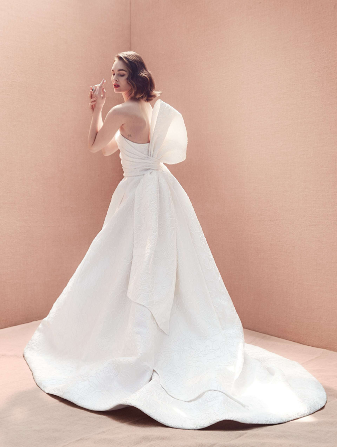 4b7a91851e0b Výstavy Svadobné šaty Oscar de la Renta 2020  Dôraz na prirodzenosť ...