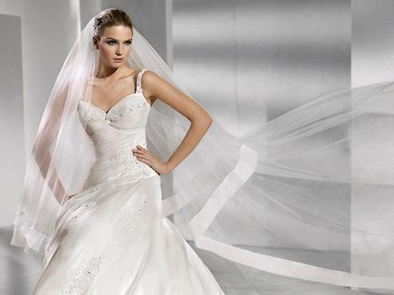 8b367e9bde17 Blog Salón Ľubica  Svadobné aj ručne maľované šaty