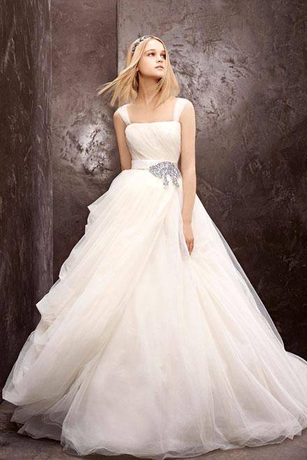 Články Vyhrajte požičanie svadobných šiat Vera Wang!  06421e2f72a